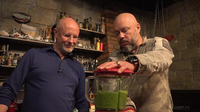 Дмитрий Goblin Пучков. Андрей Кочергин готовит вкусный салат и питательный суп